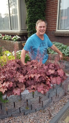 Heuchera Plum Power with breeder Luc Klinkhamer
